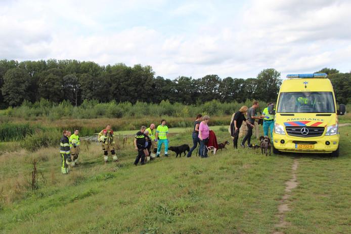 De brandweer rukte uit voor een drenkeling, maar omstanders hadden de man al gered.