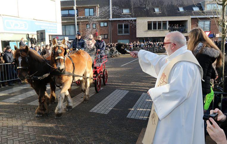 De paarden worden gezegend tijdens de processie.