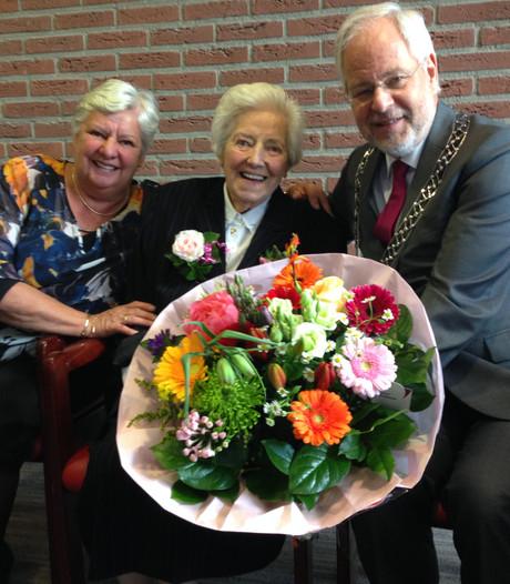 Oldenzaalse Leny Seffelaar viert 104e verjaardag: 'Mooie leeftijd'