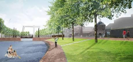 Bruine elektriciteitskasten voor historische stadsmuur Harderwijk 'lelijk en ontzettend jammer'
