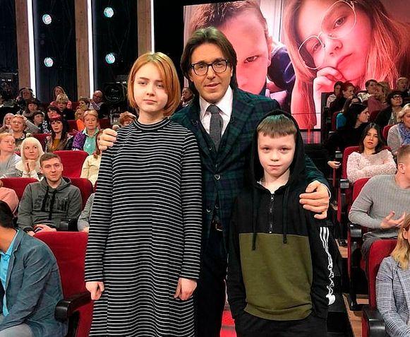 De Russische presentator Andrey Malakhovv interviewde de kinderen.