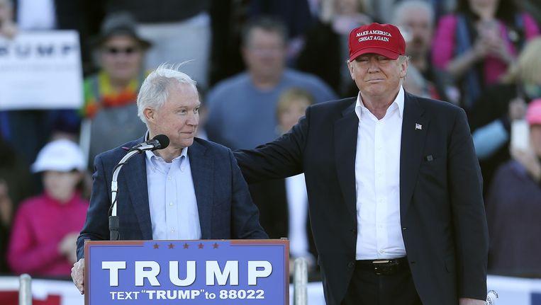 Jeff Sessions en Donald Trump tijdens een campagnebijeenkomst in Madison. Beeld null