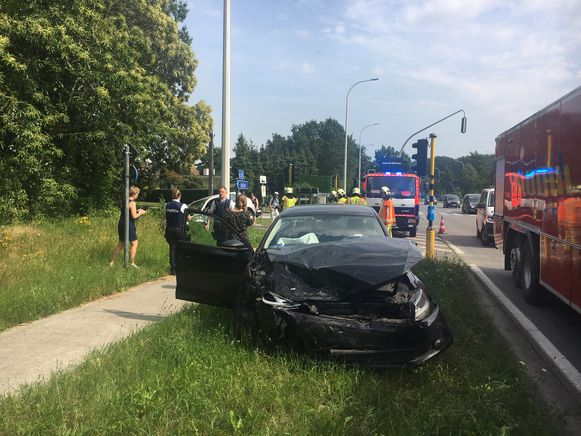 De Volkswagen Jetta liep vooraan zware schade op.