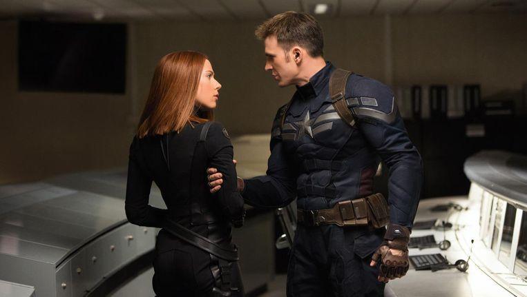 Scarlett Johansson en Chris Evans in Captain America: The Winter Soldier. Beeld