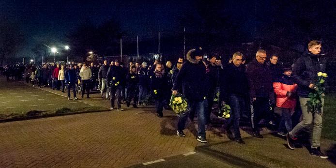 Na de dood van Lian Boel organiseerden vrienden en kennissen een stille tocht voor de kroegbaas van 't Smitje in Maassluis.