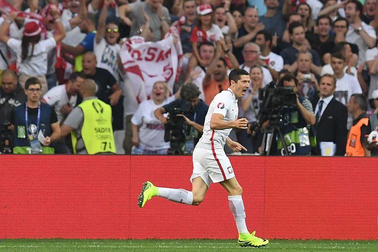 Robert Lewandowski na zijn eerste doelpunt. Beeld afp