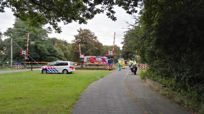 Treinverkeer Apeldoorn uren ontregeld na aanrijding.