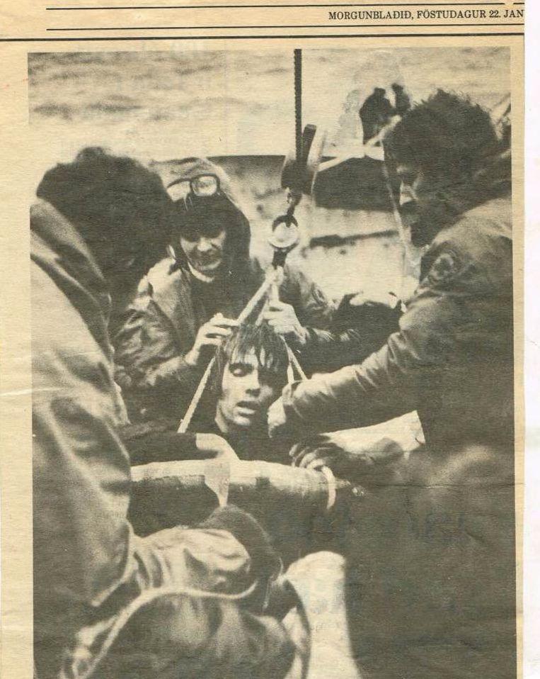 Het heeft echter zeven uur geduurd voor Bart Gulpen kon worden gered. De foto van zijn redding haalde ook de plaatselijke pers.