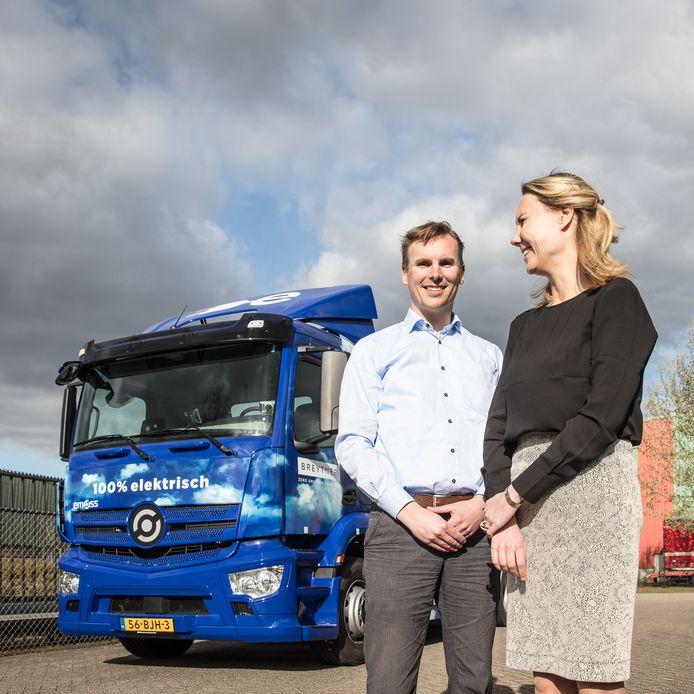 Jeroen en Marie-José Baartmans rijden met hun Rotterdamse transportbedrijf Breyten met alleen elektrische trucks.