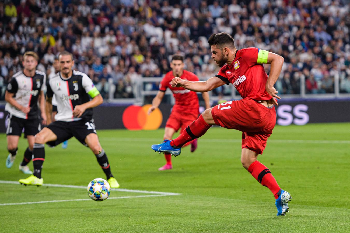 Kevin Volland probeert het voor Leverkusen op bezoek bij Juventus.