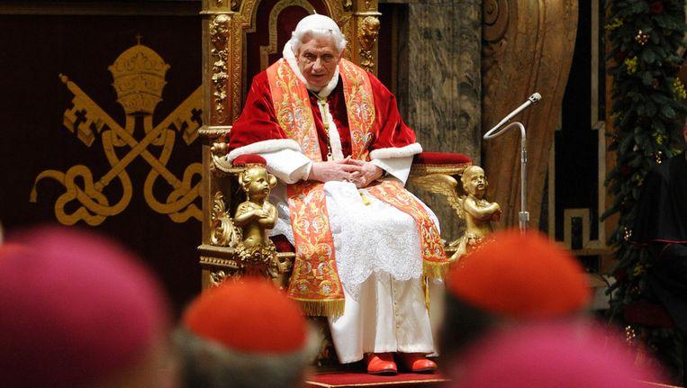 Paus Bendedictus ontvangt de Romeinse curia voor de jaarlijkse kerstgroet. Beeld getty