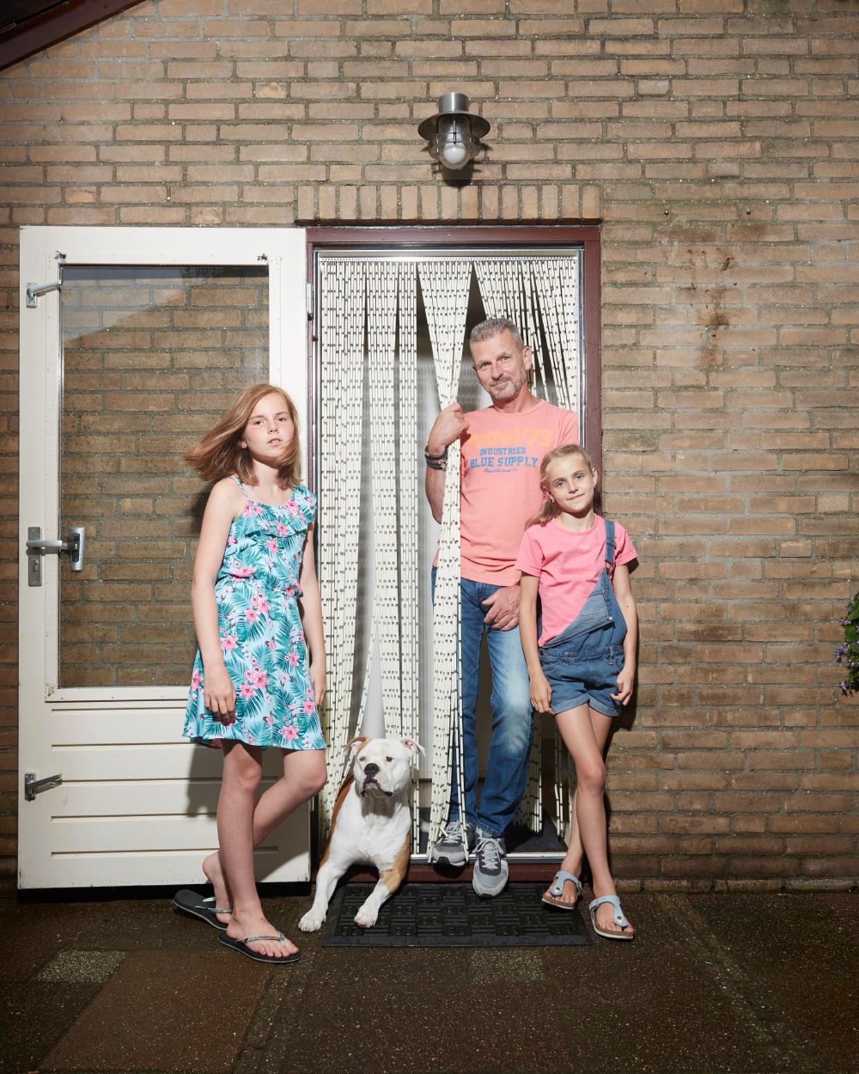 Ivo Maaskant met zijn dochters Esther (links) en Robyn. 'Je hoort bijna nooit iets over alleenstaande vaders, ik vind dat vreemd.'