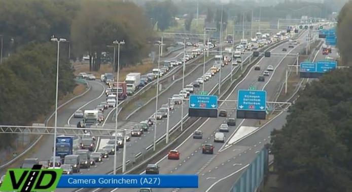 File op de A27 naar Gorinchem gezien door een camera van de VID.