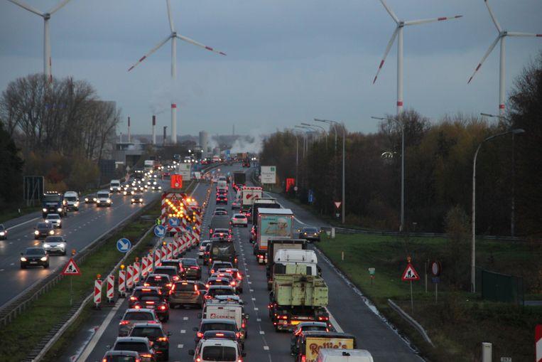 De botsing zorgde voor wat extra verkeershinder aan de wegenwerken.