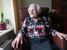 Honderdjarige uit Beltrum loopt voorop in polonaise