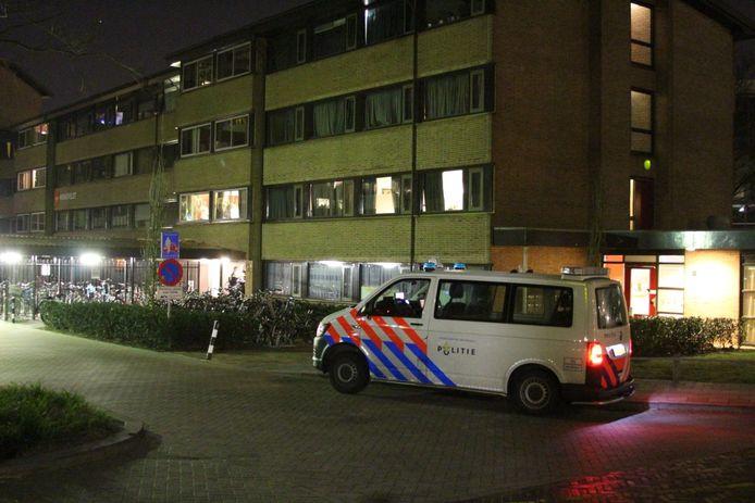 Op de Professor Bromstraat in Nijmegen is zondagavond geprobeerd om twee studentes te beroven.