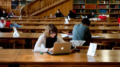 25 jaar zoeken naar het ideale studie-ritueel: van studeren aan de keukentafel tot blokken in de bar