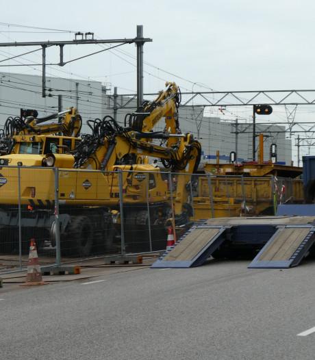 Berm Parallelweg-Zuid Boxtel al volgestouwd met spoormateriaal