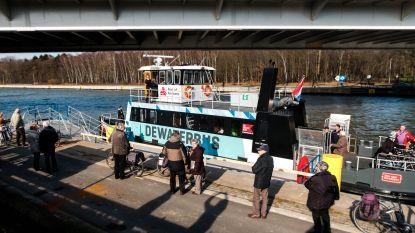 Primeur: Waterbus stopt voor het eerst in Wijnegem