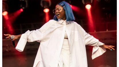 """Rapster Coely wordt ambassadrice voor nieuwe Telenet-reeks: """"Mensen merken zo dat de zwarte cultuur niet zo anders is"""""""