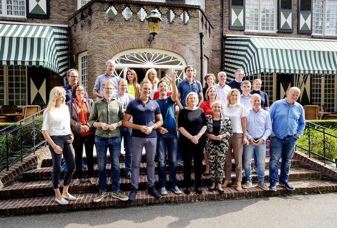 Ministers en staatssecretarissen poseren vóór het Brabantse Hotel Bos en Ven tijdens de traditionele heidag aan het begin van het politieke seizoen.