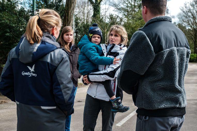 Een Duits gezin komt na vijf uur rijden aan en moet nu rechtsomkeer maken.