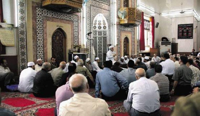 Pelgrims krijgen in de Saad Ibn al-Waqaas moskee in Damascus instructies over de hadj en de reis naar Mekka. (FOTO REMCO ANDERSEN) Beeld
