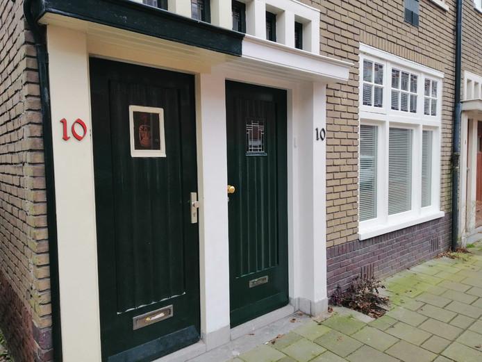 Rode en zwarte huisnummers