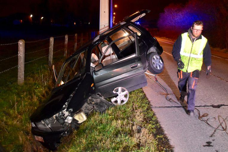 De auto van de 26-jarige bestuurster liep zware schade op.
