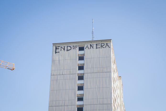 Graffiti bovenaan de toren, je moet het maar durven