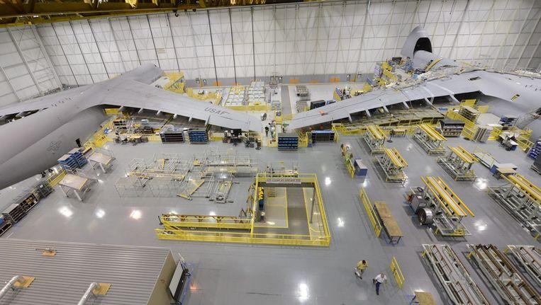 Twee toestellen worden gemoderniseerd bij een fabriek van Lockheed in Marietta, Georgia. Beeld afp