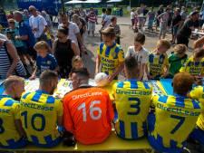 Profvoetballers moedigen kinderen in De Langstraat aan: Scoor een Boek!