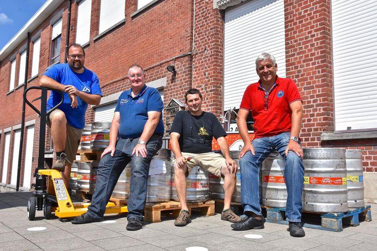 Komende maandag en dinsdag vindt opnieuw het Internationaal Streekbieren- festival in Zwevegem plaats. Deze medewerkers zijn er klaar voor.