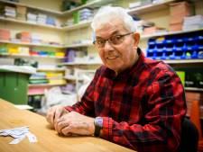 Conciërge Henk (85) uit Beek en Donk kan het niet laten: 'Het is gewoon leuk werk'