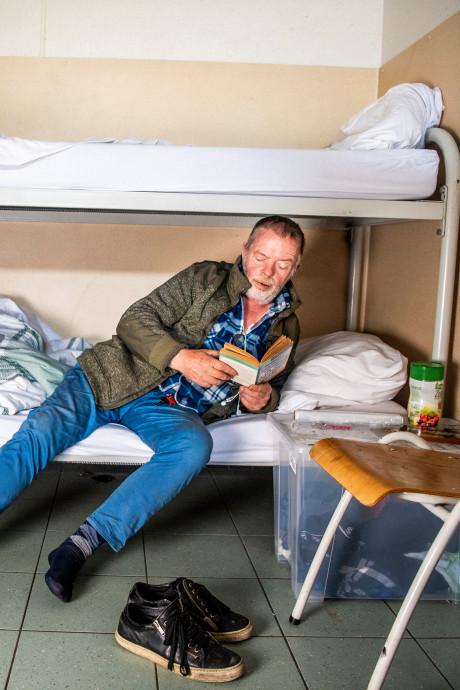 Altijd had Gert (68) een huis, maar nu leeft hij uit een plastic box en een kluisje