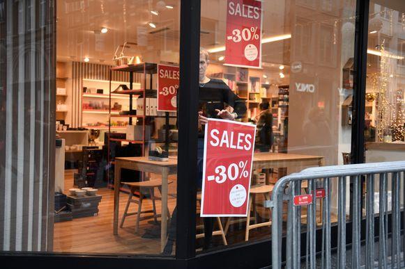 Eén dag voor de start van de solden was het in de Leuvense winkels nog niet over de koppen lopen.