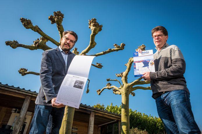Frans Durieux (links) en Henk van Munster hebben het bedrijfje TP Puzzels gestart. Hun eerste puzzels, grootletterwoordzoekers en grootcijfersudoku's hebben ze gedoneerd aan zorginstellingen in de regio.