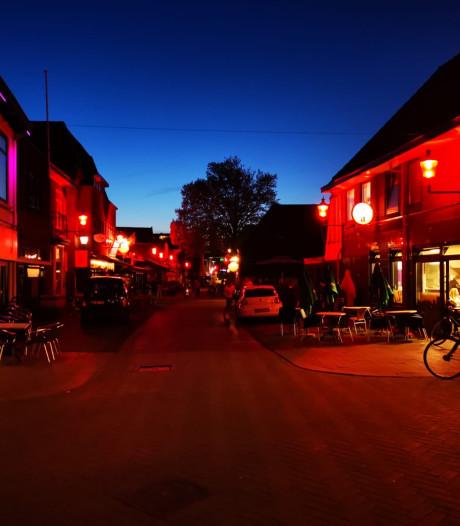 Watertoren, Markt en Pastoriestraat in Hengelo kleuren rood voor FC Twente