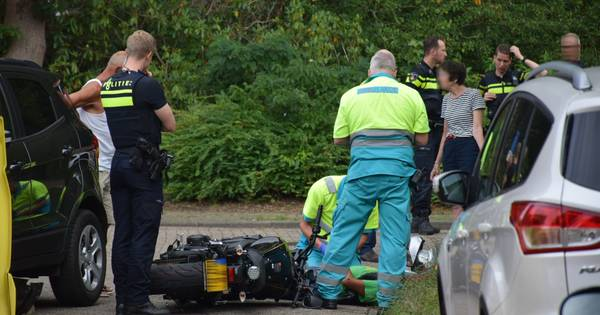 Motorrijder raakt gewond bij aanrijding met auto in Nijmegen.