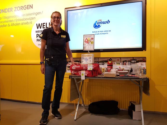 Sylvia van Tilborg van de ANWB-winkel in Breda.