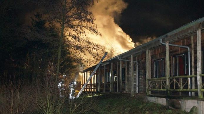 Het teamuitje van EMM 3 in Drenthe werd zaterdag verstoord door een schoorsteenbrand.