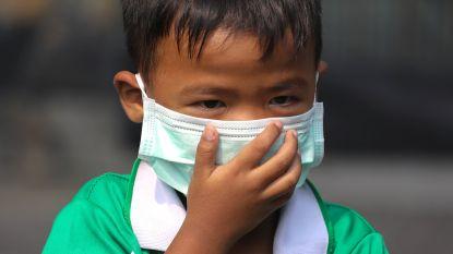 Meer dan 400 scholen in Bangkok blijven dicht door giftige smog. Overheid trekt ten strijde met drones en suikerrietsap