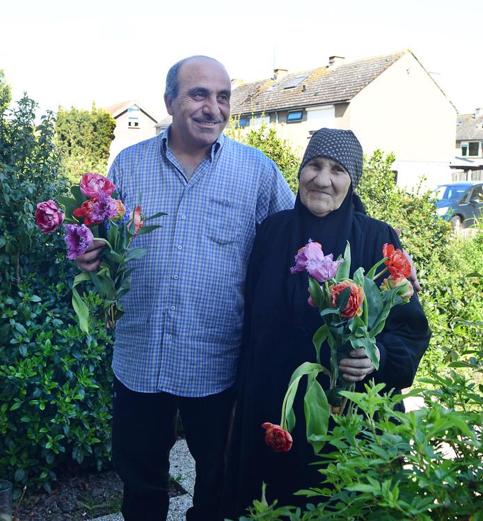 Waleed Al Haj Ali is dolgelukkig dat hij zijn moeder Syria sinds vorig jaar weer bij zich heeft. Zelf vluchtte hij 3,5 jaar geleden vanuit Syrië naar Nederland.