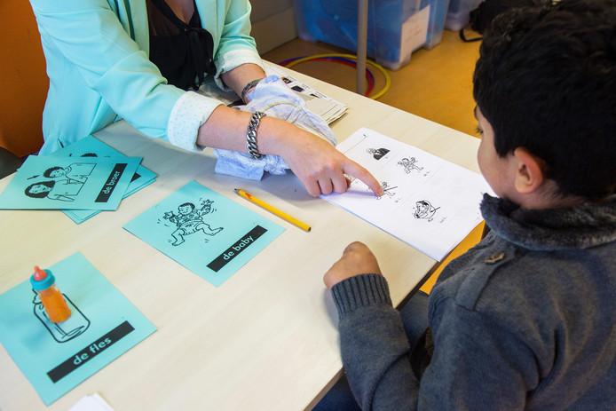 Vooral scholen die lesgeven aan asielkinderen zijn volgens de PO-Raad het slachtoffer van het nieuwe achterstandenbeleid van het kabinet.