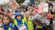 Leerlingen Krottegemse scholen versieren kerstboom Onze-Lieve-Vrouwemarkt