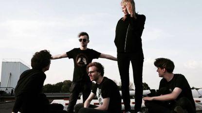 "Limburgse band speelt op defilé van Raf Simons: ""Zelfs Naomi Campbell vond het goed"""