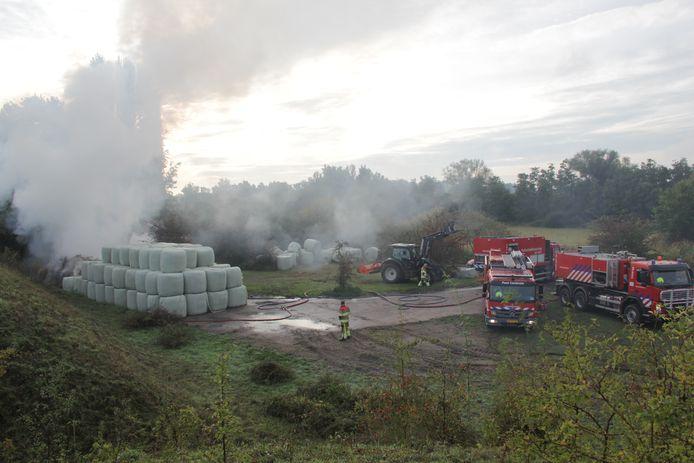 De grote rookpluim langs de Ooijse Bandijk was vanochtend tot ver te zien.
