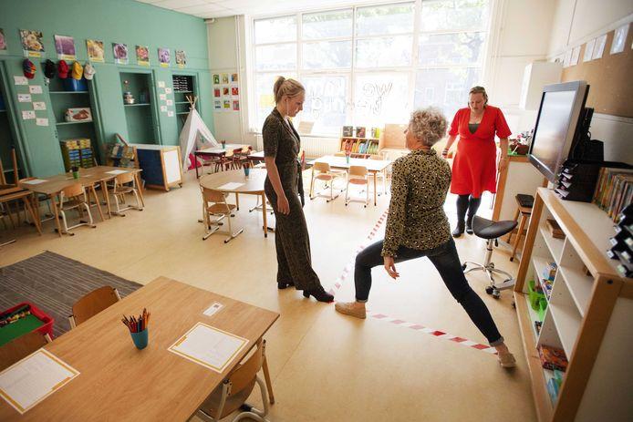 Het lukt de meeste leraren niet om voldoende afstand tot de leerlingen te houden.