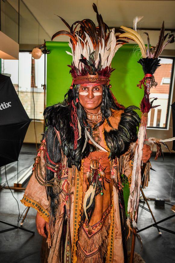 Brahim onderging een volledige metamorfose voor de musical 'Pocahontas'.
