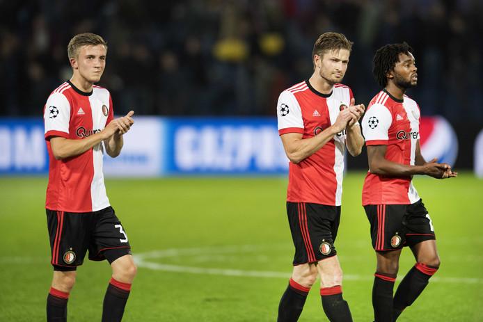 Dylan Vente, Jan-Arie van der Heijden en Miquel Nelom van Feyenoord lopen van het veld.